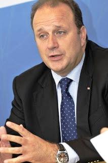 O eurodeputado Carlos Gonçalves defende o tema do Ensino de Português em França durante a próxima Cimeira Luso-Francesa.