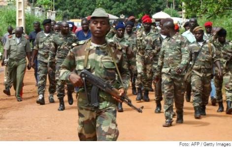 O governo de facto da Guiné-Bissau, apoiado pelos militares, tomou o poder através de um golpe de Estado ocorrido em abril deste ano.