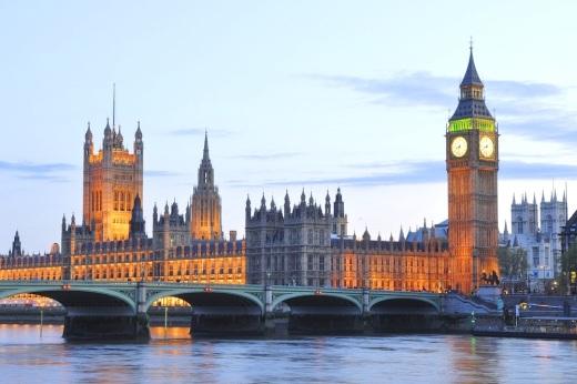 O Ministério da Educação do Reino Unido prevê a abertura de uma escola bilingue de português e inglês em Londres até 2014.