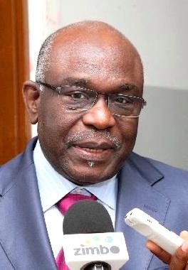 """O ministro da Educação, Pinda Simão, afirmou que Angola não é contra o Acordo Ortográfico, mas deve haver reflexão quanto a """"aspectos que são próprios dos povos"""" angolanos."""