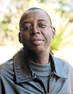 """Gregório Firmino: a diversidade linguística é realidade em Moçambique, e o português é """"opção estratégica"""", """"para ativar nas pessoas a consciência de que estão num mesmo Estado""""."""