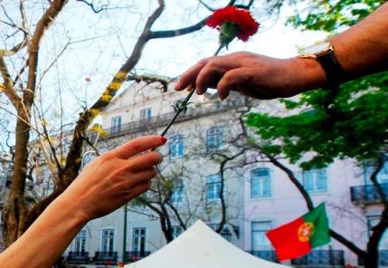 A passagem dos 40 anos da Revolução dos Cravos, ocorrida em 25 de abril de 1974, foi celebrada em Portugal e no mundo lusófono: a data simboliza liberdade, democracia e independências.