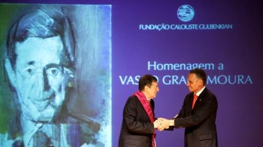 Vasco Graça Moura recebeu de Cavaco Silva comenda da República Portuguesa em cerimónia na Fundação Calouste Gulbenkian em Lisboa em janeiro de 2014.