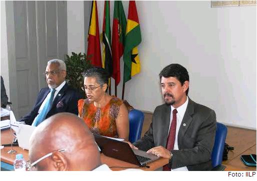 Da esq. para a dir.: o secretário-executivo da CPLP, Murade Murargy; a presidente do Conselho Científico do IILP, Amália Lopes; e o diretor-executivo do IILP, Gilvan Müller de Oliveira.