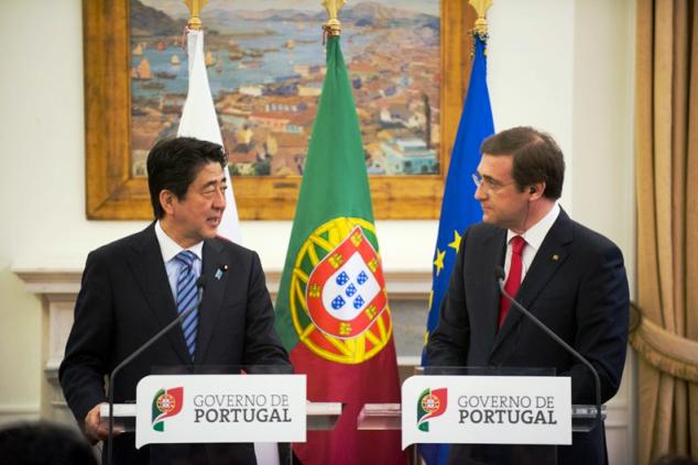 """""""Japão e Portugal são países marítimos com uma longa história de intercâmbios"""", declarou Shinzo Abe a Pedro Passos Coelho. """"São parceiros que podem contribuir para o crescimento recíproco."""""""