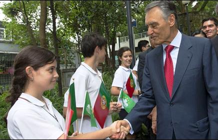 """""""Espero que continuem a falar ainda mais português"""", pois é uma Língua """"cada vez mais essencial"""", disse Cavaco Silva ao saudar estudantes em Macau."""