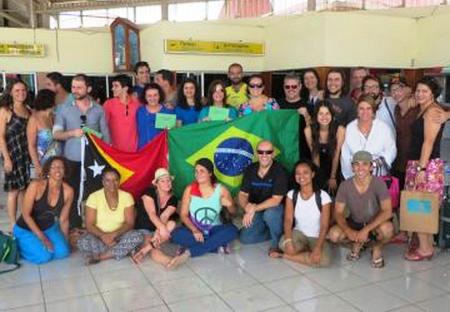 Bolsistas brasieliros na chegada em solo timorense: eles atuarão em ações focadas no ensino da Língua Portuguesa no país lusófono do sudeste da Ásia.